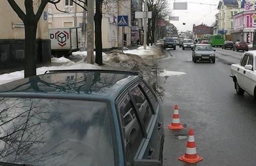 авто на московському проспекті ледь не збило жінку 3 лютого 2016 року