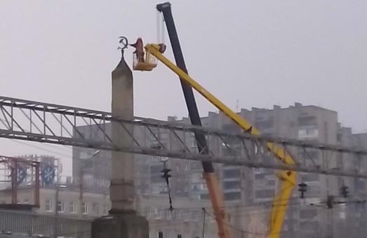 У Харкові сьогодні позбавлялися символів комунізму (фото)