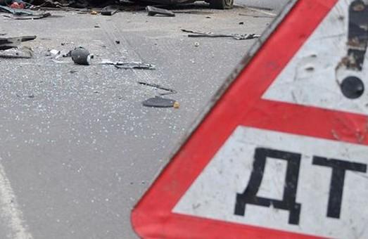 Поблизу Одеської трапилася аварія за участю тролейбуса та маршрутки (відео)