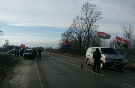У Рівненській області активісти блокують фури з РФ
