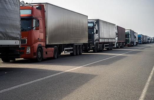 У Житомирській області активістами була заблокована сотня фур з РФ