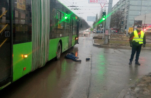 У Харкові біля станції підземки «Студентська» сьогодні трапився жахливий суїцид