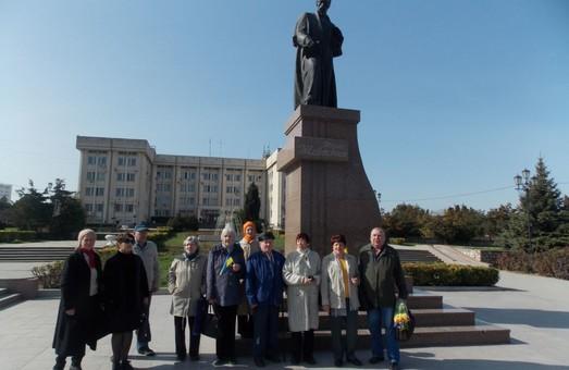 У Севастополі покладали квіти до пам'ятника Шевченку та співали українських пісень