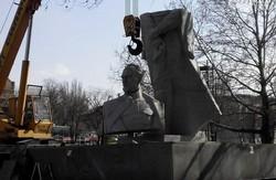 У Запоріжжі проходить демонтаж пам'ятника  Дзержинському (фото)