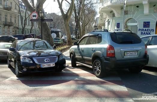 В Одесі голова депутатської комісії з транспорту оштрафована за парковку на пішохідному переході (ФОТО)
