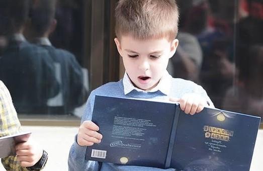 У Харкові хворим дітям допомагають казками