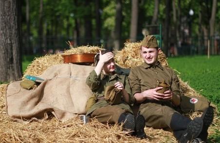 Військові фільми і парад оркестрів. Міські заходи до Дня Перемоги