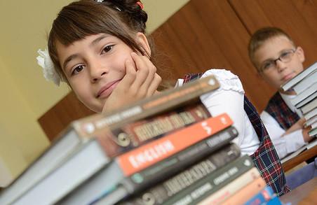 Батьки просять владу заборонити побори та благодійні внески у школах