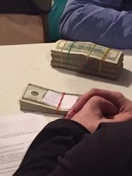 Харківський прикордонник папався на хабарі у 10 тисяч доларів