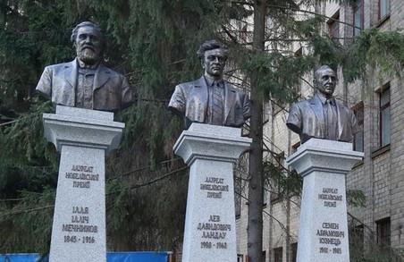 Активісти розкритикували «попсові бюсти нобелевських лауреатів»