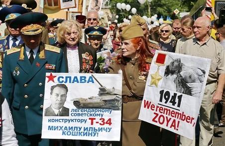У Києві сталися сутички під час проросійської ходи. Депутат Бойко втікав під пляшками.