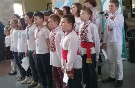 Волонтери влаштували свято до Дня вишиванки