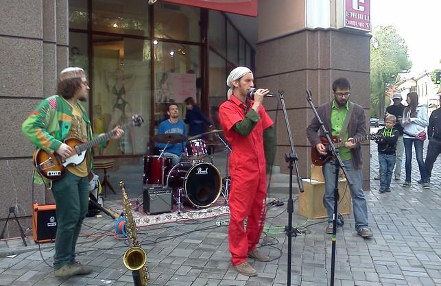 Архангел, злива і бутік. Харківські музиканти вийшли на вулиці