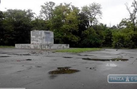 В Одесі демонтували останнього Леніна