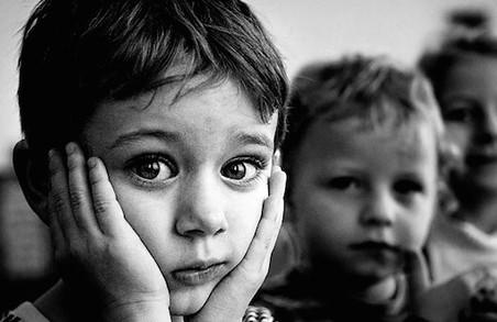 Чому інтернатівська система калічить дітей і як зберегти права сиріт, розповів Роман Марабян