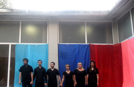 Театральний перфоманс  «Живе дзеркало» подарував харків'янам  можливість зазирнути у себе