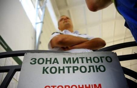 На митницях сотнями звільняють керівників, але корупція все одно є