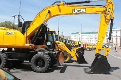 На майдані Конституції виставили нову техніку КП «Харківводоканал».
