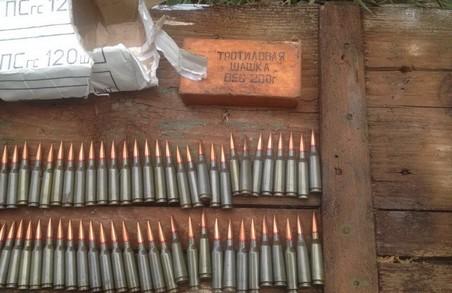 На Донбасі були знайдені схованки з боєприпасами (фото)