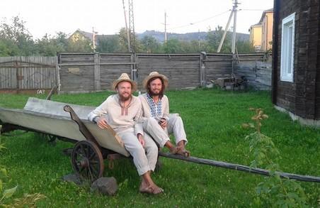 Мандрівники босоніж йдуть з Ужгорода до Харкова (відео)
