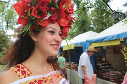 Солодка медовуха, розваги і веселощі - у Харкові почався медовий ярмарок