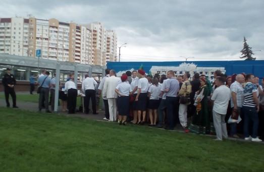 У Харкові чекають Петра Порошенка (ФОТО)