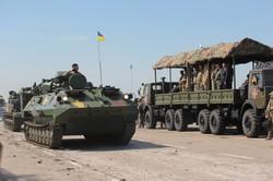 Літаки Су-27 та Міг-29, гелiкоптери Мі-8МСБ, танки Т-80, Т-64БВ - яку техніку передав Порошенко ЗСУ в Чугуєві (фото)