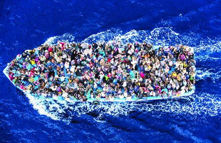 Берегова охорона у Середземному морі врятувала понад 1000 нелегальних мігрантів