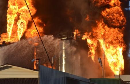 Потужний вибух та пожежа в Києві