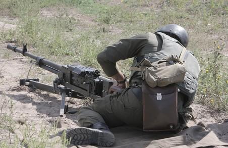 Під Харковом курсанти Нацгвардії тренувалися стріляти з БТР та гранатометів