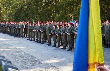 Майбутні офіцери Національної гвардії присягнули на Меморіалі Слави