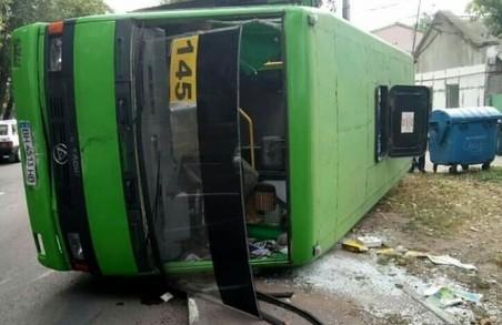 В Одесі сталося ДТП за участі маршрутного автобусу. Є постраждалі