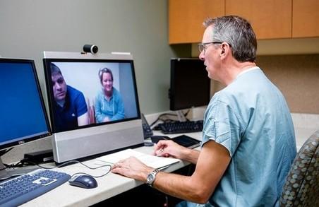 Українські ескулапи лікуватимуть по Skype