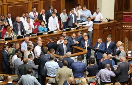 Терміново! Верховна Рада збирається на позачергову сесію на вимогу президента України
