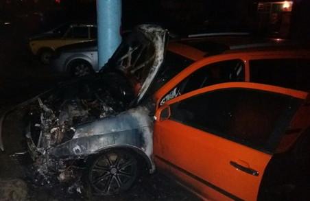 На Салтівці за ніч згоріли п'ять автівок (ФОТО)