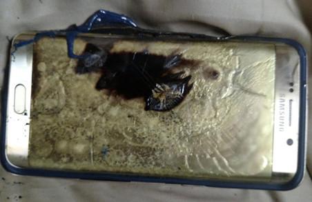 У США літак здійснив екстрену посадку через займання гаджета від Samsung
