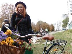 Елегантні леді та джентльмени на велосипедах. У Харкові відбувся «Твід-райд»