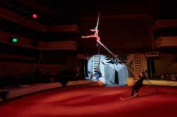 """""""Нас б'ють - ми літаємо"""": виступ дитячої трупи в Старому цирку"""