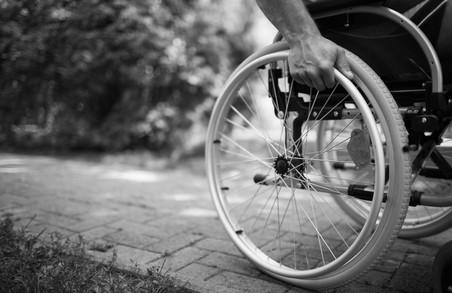 Люди з інвалідністю продовжують бути «невидимими» на вулицях