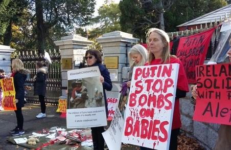 В Ірландії відбулася антивоєнна акція поблизу російського посольства
