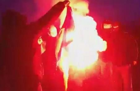 На «Марші незалежності» у Польщі спалили прапор України: дипломатія очікує реакції (ВІДЕО)