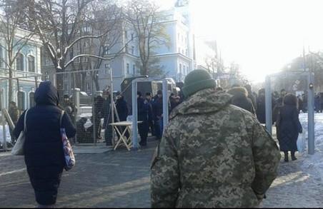 В Києві проти політики НБУ мітингують 3 тис. людей