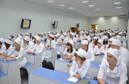 Молодих педагогів і медиків забезпечуватимуть житлом в селах