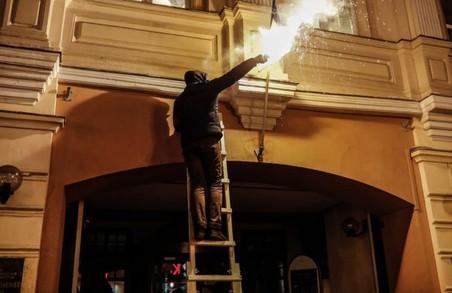 З'явилося відео підпалу українського центру в Москві
