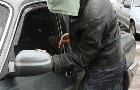 Харківські правоохоронці затримали серійних автокрадіїв