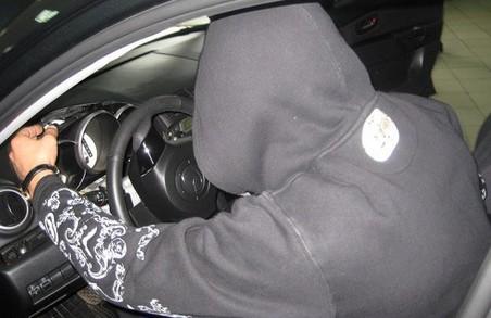 Автовикрадач-невдаха з Дніпропетровщини намагався втекти від наслідків на Харківщині