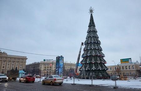 На площі Свободи склали новорічну ялинку (ФОТО)