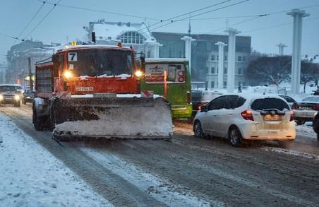 Харківські комунальники обіцяють вивезти сніг найближчим часом
