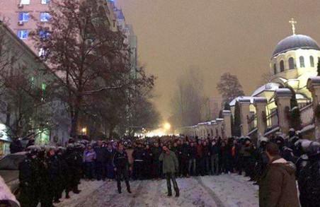 У Києві якісь «динамісти» потрощили вітрини (ВІДЕО)