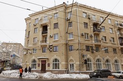 В Харкові знімають бурульки та сніг з дахів (фоторепортаж)